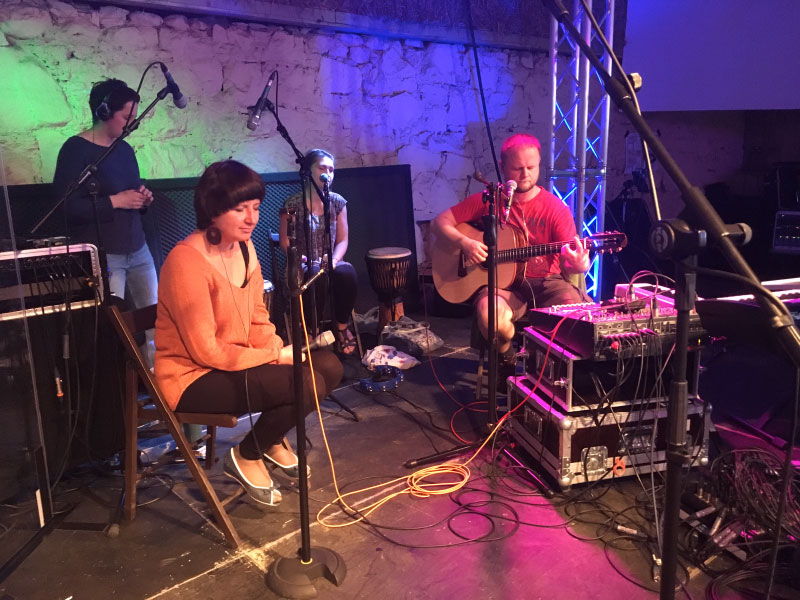 live worship music